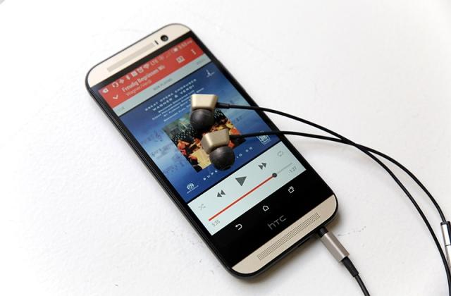 Что особенного в HTC One M8 Harman Kardon Edition?