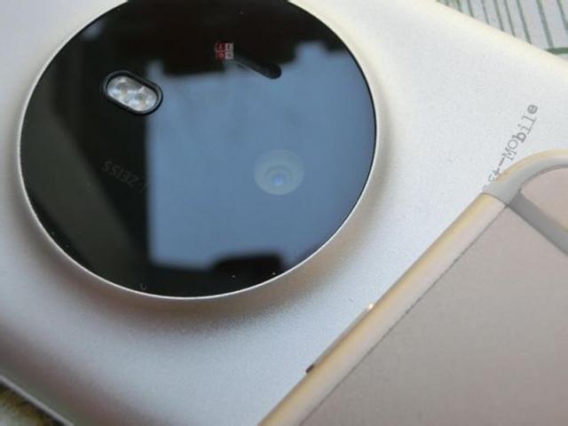 Lumia 1030 McLaren сравнили с iPhone 6 в новой фотогалерее