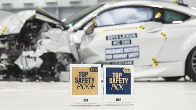 Какие автомобили 2015 года выпуска заслужили награду IIHS Top Safety Pick за безопасность?