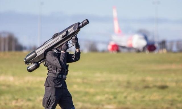 Новий переносний зенітний комплекс SkyWall захищатиме повітряний простір від дронів-порушників