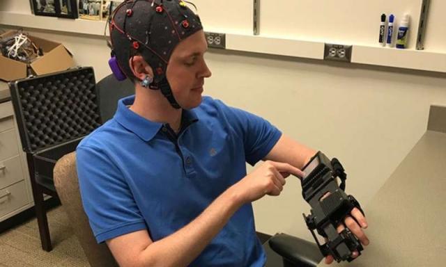 Винахід американських дослідників може допомогти людям із паралічем, отриманим унаслідок інсульту