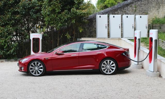 Як Tesla допомогла водіям утекти від урагану «Ірма»
