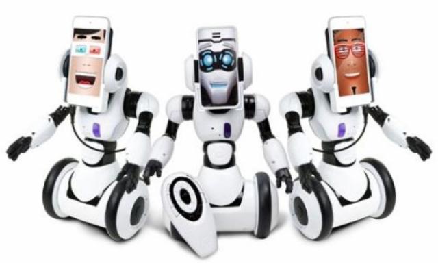 WowWee RoboMe превратит ваш iPhone в робота