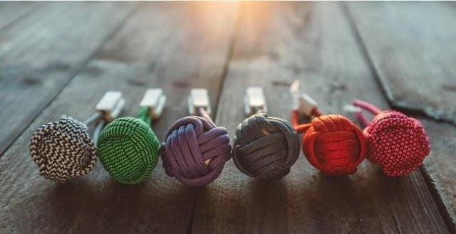 BOLD Knot: швидкa зaрядкa для телефону у вигляді клубкa ниток