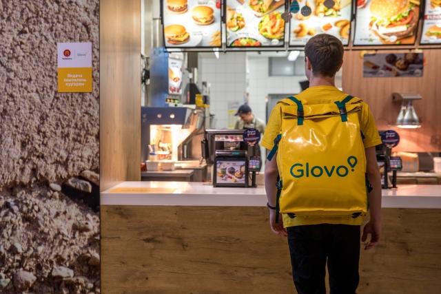 МакДональдз запускає в Україні сервіс швидкої доставки McDelivery в партнерстві з Glovo