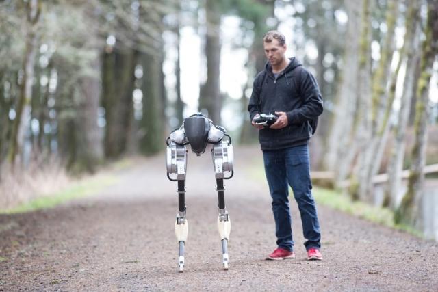 В США показали двоногого робота без тулуба