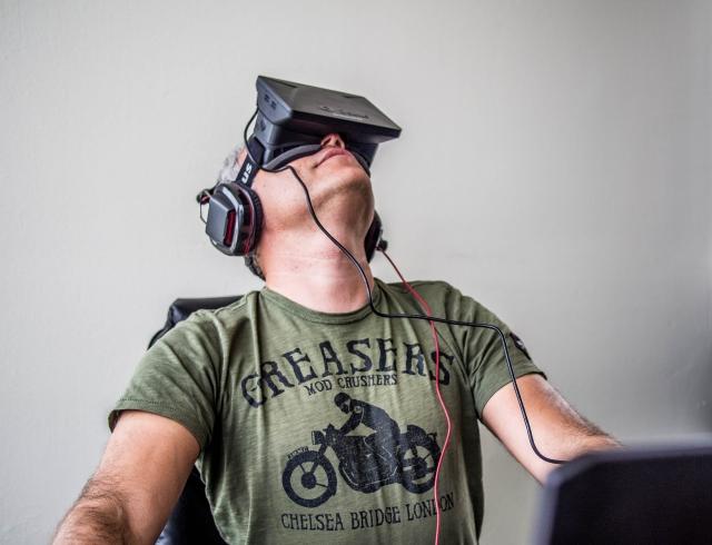 Facebook покупает Oculus Rift, чтобы открыть человечеству новый волшебный мир