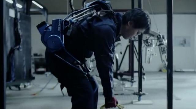 Panasonic усиливает работников своих фабрик экзоскелетами