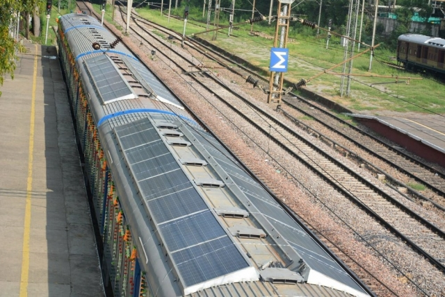 В Індії запустили перший поїзд на сонячних батареях