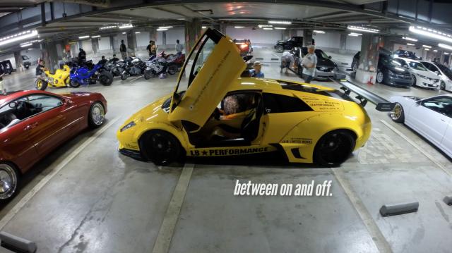 Ночной Токио превратился в игровую площадку для суперкаров и спортивных мотоциклов (4К-видео)