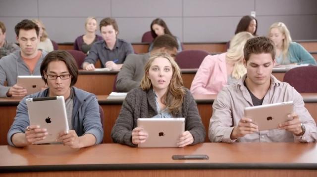 Apple инвестирует в маркетинг больше средств в надежде одолеть Samsung