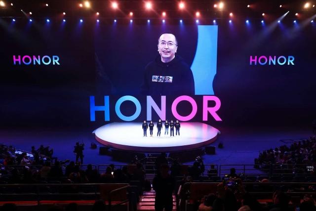 HONOR демонструє ріст 27,1% попри падіння глобального ринку смартфонів