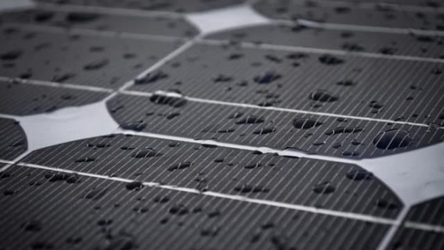 Нові розробки у сфері сонячних батарей дозволять генерувати енергію з дощу