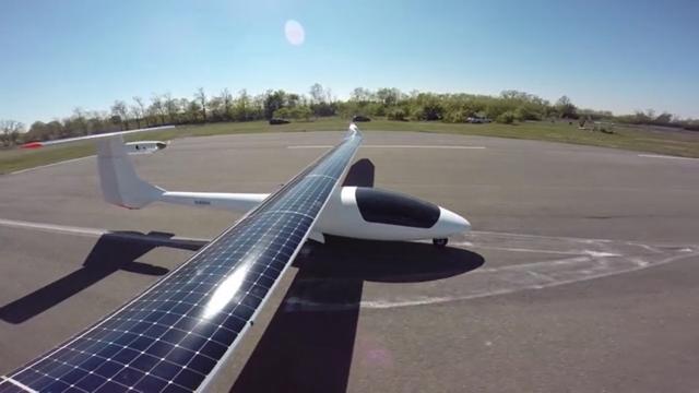 Полет солнечного самолета над Миланом