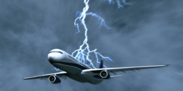 Что случится, если молния ударит в самолет?