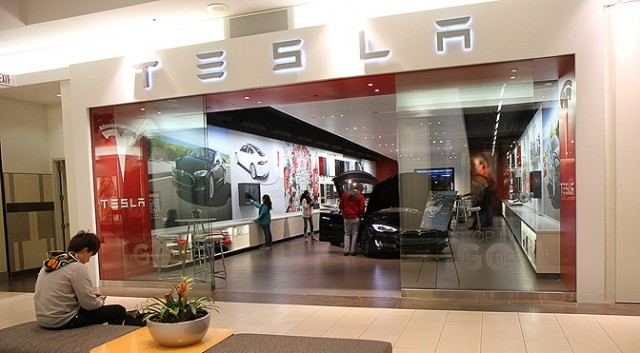 Tesla планирует представить свой новый недорогой электромобиль Model 3 в марте 2016