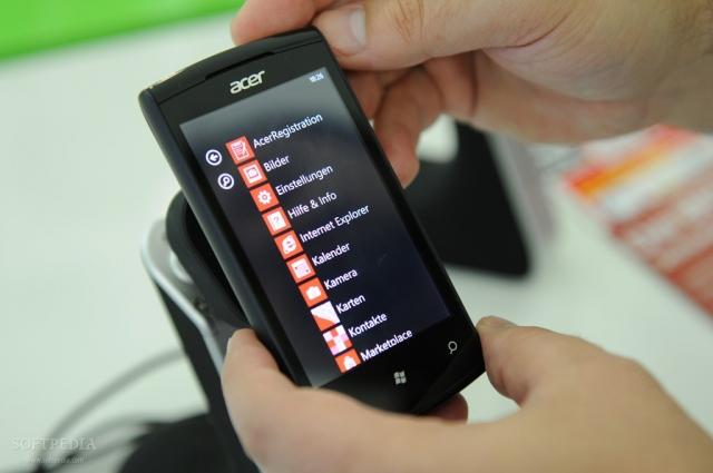 Acer представит минимум один смартфон на Windows в следующем году