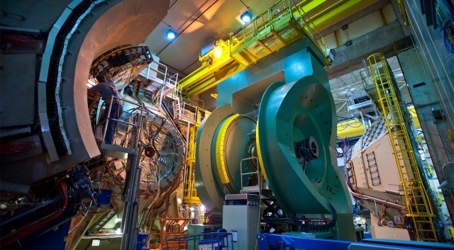 Американский коллайдер частиц создал «первородное» вещество вселенной