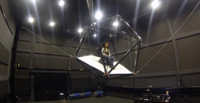 CableRobot – гарнитура виртуальной реальности, которая бросает пользователя по комнате