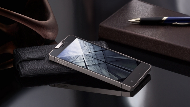 Gresso Regal Black - новый роскошный смартфон, сочетающий титан и золото