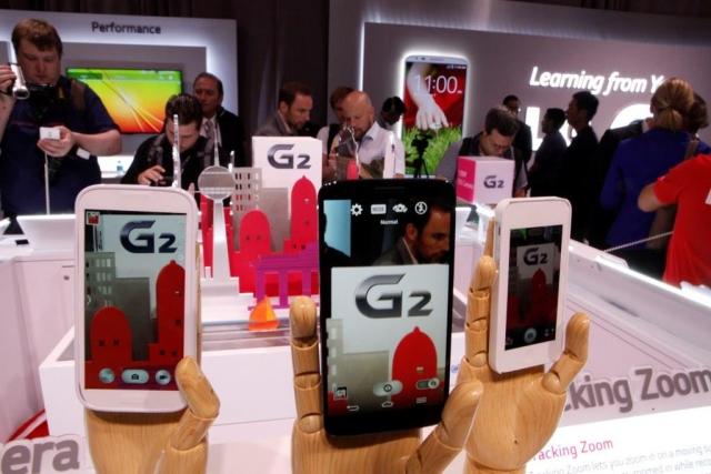 Фото с презентации LG G2