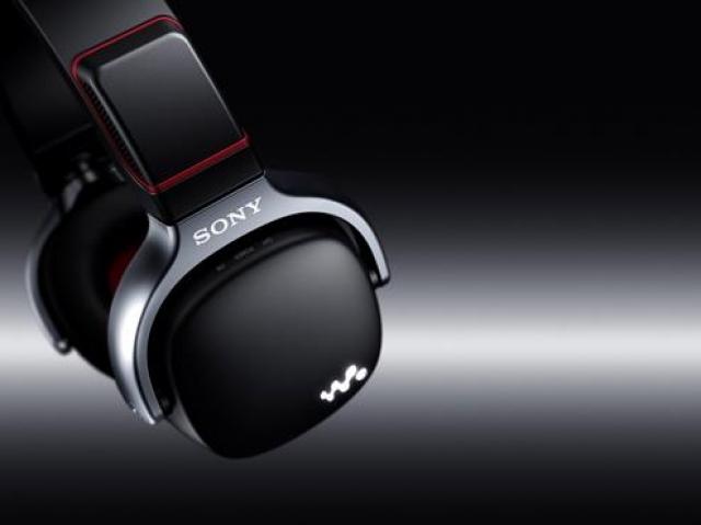 Walkman WH: плеер, наушники и динамики в одном устройстве
