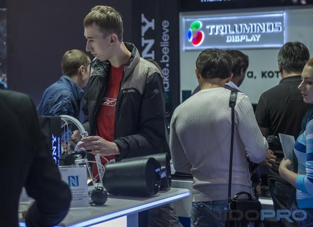 Новинки Sony на CEE 2013: смартфон Xperia Z1, фотоаппараты, плееры и телевизоры