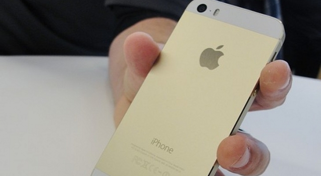 Стала известна причина дефицита золотого iPhone 5S во многих странах мира