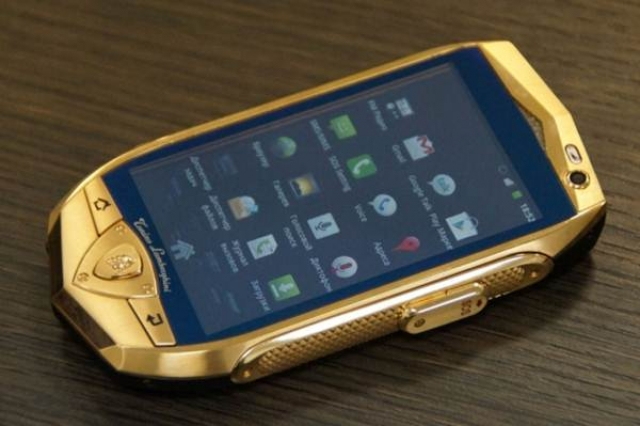 Золотые девайсы Lamborgini для российского рынка