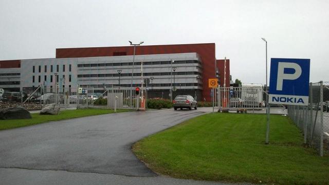 Nokia закрывает последний завод
