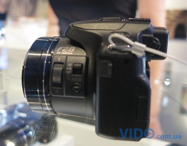 Репортаж IFA 2012: Panasonic демонстрирует фотокамеру Lumix DMC-FZ200 с 24-кратнымс зумом