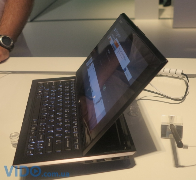 Репортаж IFA 2012: Sony VAIO Duo 11 – уникальный ультрабук-слайдер с сенсорным дисплеем