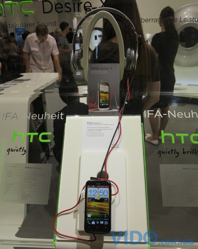 Репортаж IFA 2012: живые фото HTC Desire X