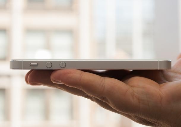 Apple не справляется со спросом на iPhone 5