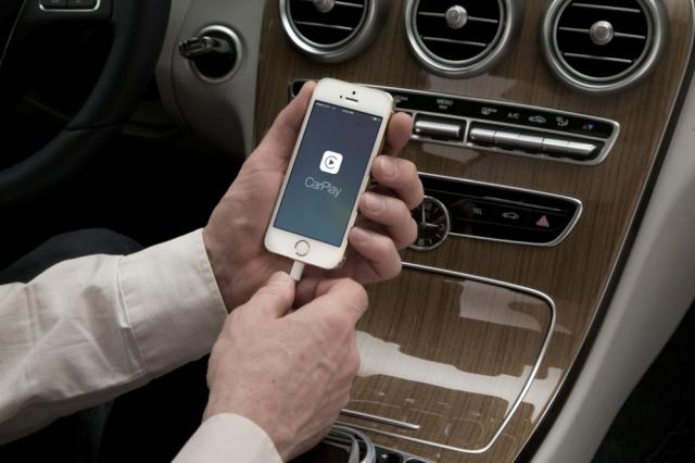 Apple CarPlay: история встречи Siri с Ferrari