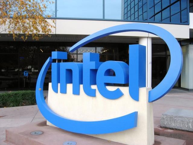 Продажи Intel снижаются