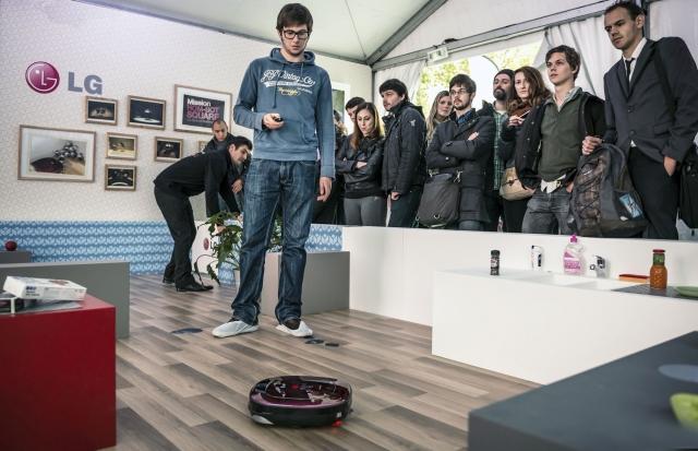 Дебют робота-пылесоса LG HOM-BOT SQUARE состоялся!