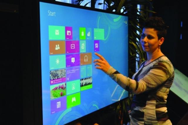 Первый в мире интерактивный дисплей Windows 8 Multitouch