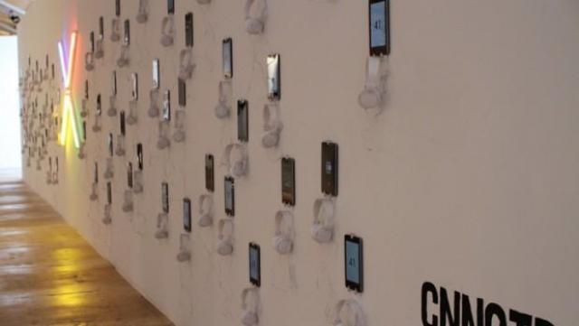 Экспонат из 100 планшетов Google Nexus 7 на выставке во Флориде