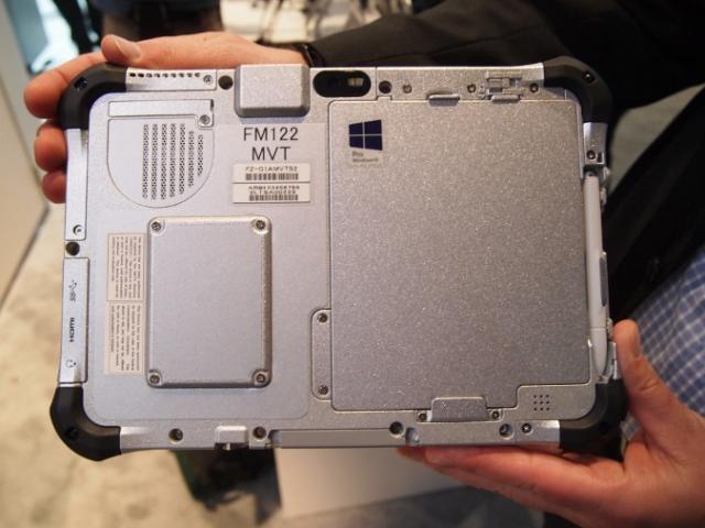 CES 2013: Планшет от Panasonic, которому не страшны ни дождь, ни слякоть
