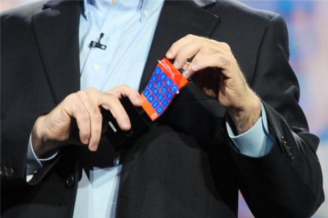 В Samsung показали прототипы с гибким OLED-экраном YOUM