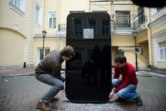 Мемориал в виде iPhone в память о Стиве Джобсе