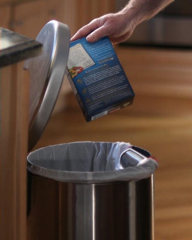 Умными становятся мусорные вёдра: GeniCan проконтролирует ваш шопинг