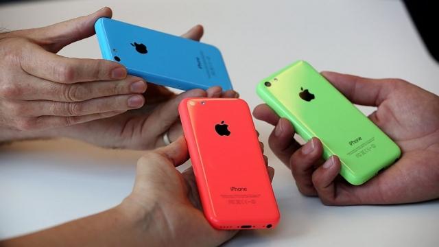 Apple стартует продажи iPhone 5C на 8 ГБ