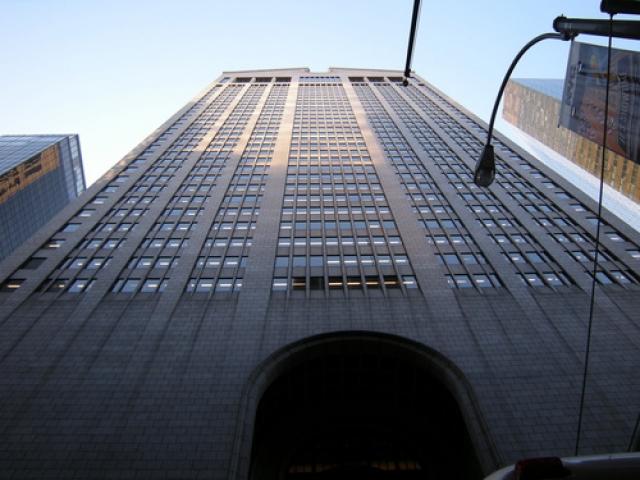 Sony продает офис в Америке