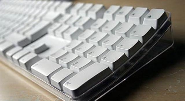 Беспроводная клавиатура Apple 2003 не совместима с Apple TV
