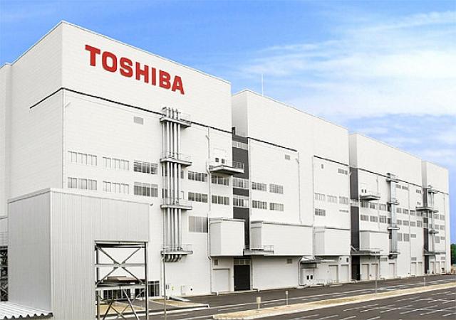 Toshiba начала поставки высокоскоростных флеш-чипов NAND