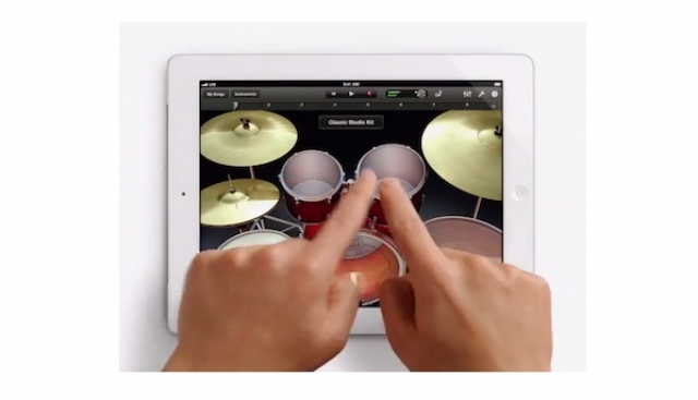 Apple выпустил два новых рекламных ролика iPad, полностью игнорирующих Samsung