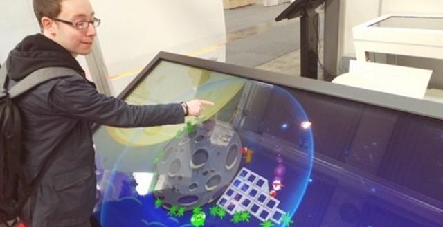 На CeBIT показали 84-дюймовый «планшет»