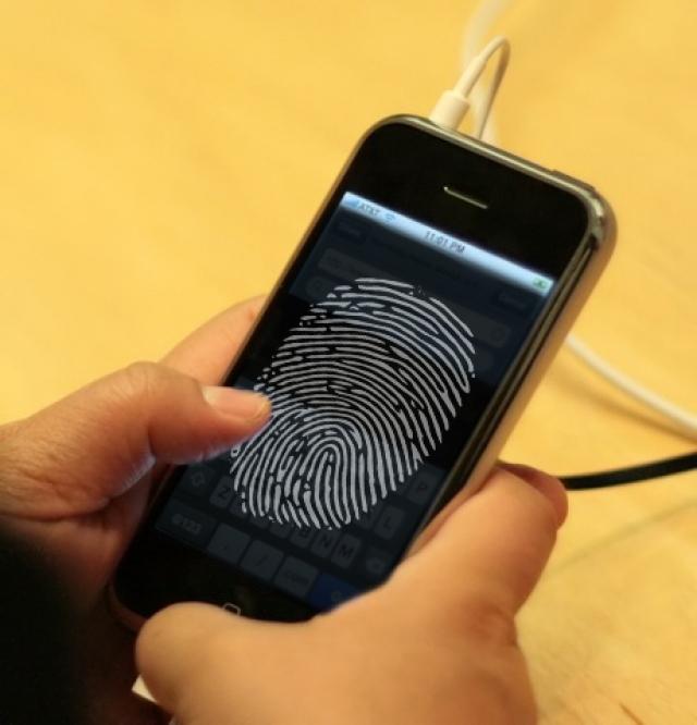 Вполне вероятно, что iPhone 5S станет первым смартфоном c функцией распознавания отпечатков пальцев